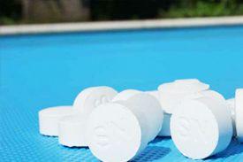 Hoeveel chloor moet er in mijn zwembad?